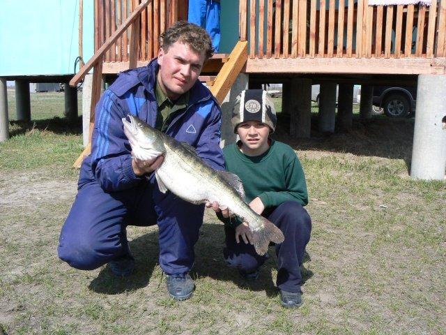 Весенняя рыбалка всей семьей на